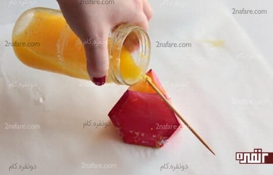 ریختن موم در قالب کاغذی