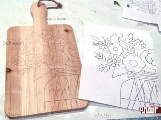 طرحی از گل ها بر روی تخته ی آشپزخانه
