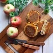 پنکیک با مغز سیب و دارچین
