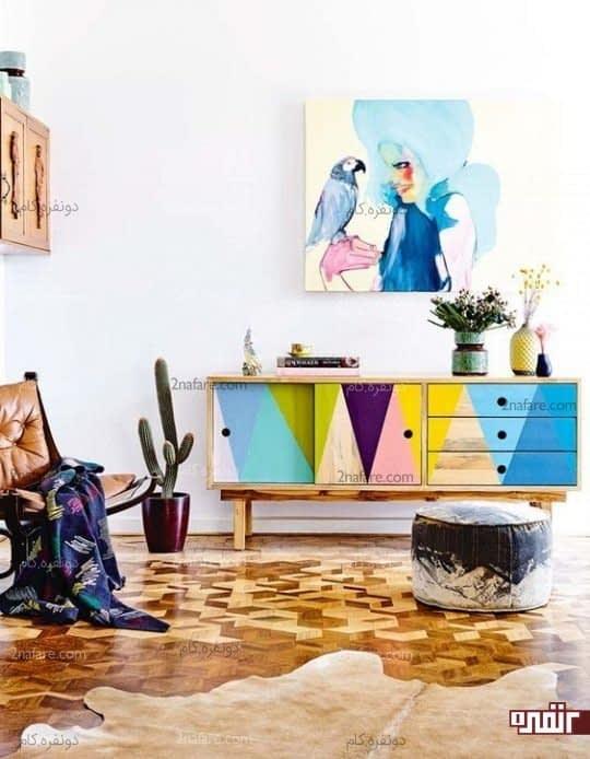 یک قفسه چند رنگ و تابلوی آبرنگی