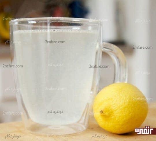 ترکیب آب گرم و لیمو برای کاهش معده درد