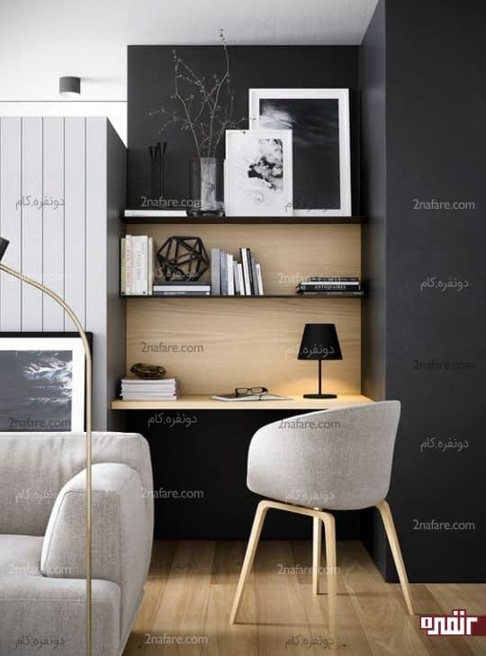 استفاده از شکستگی دیوار اتاق نشیمن برای طراحی میز کار و قفسه ها