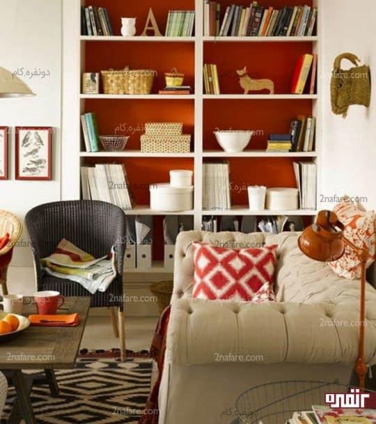 استفاده از طبقات سفید رنگ در مقابل پس زمینه ای نارنجی و زیبا