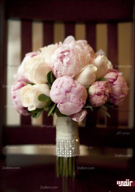 ترکیب زیبای پئونی صورتی و رز سفید