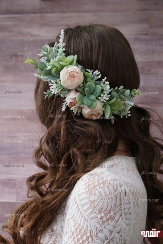 ترکیب زیبای گل صدتومنی و ساکولنت برای تاج و حلقه گل عروس