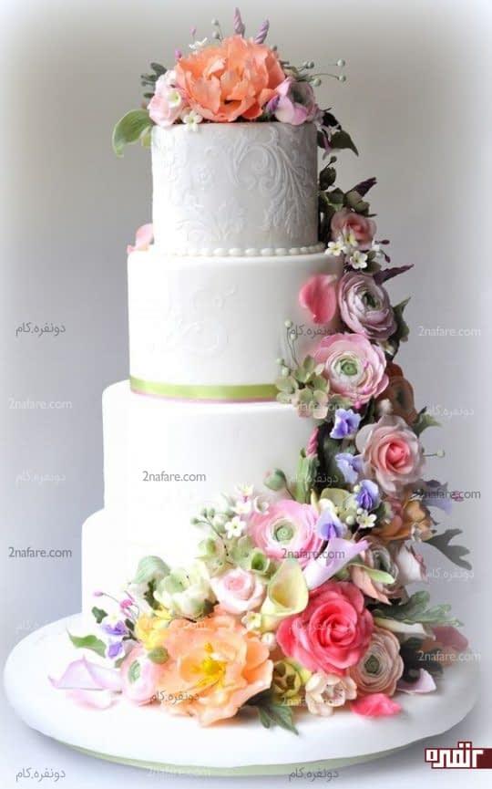 تزین کیک عروسی به شکل آبشاری از گل