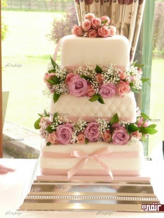 تزیین کیک با قراردادن گلهای طبیعی بین طبقات