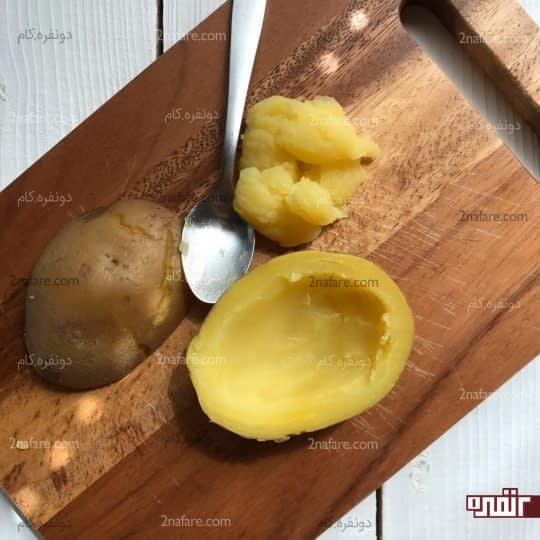 خالی کردن داخل سیب زمینی
