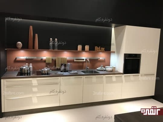 در آشپزخانه های یک دیواره بسته به طول دیوار میتوان فضای بیشتری برای لوازم داشت
