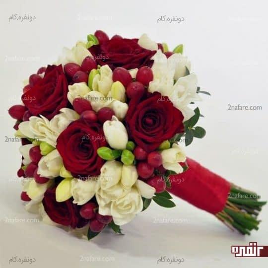 دسته گلی زیبا از رز قرمز