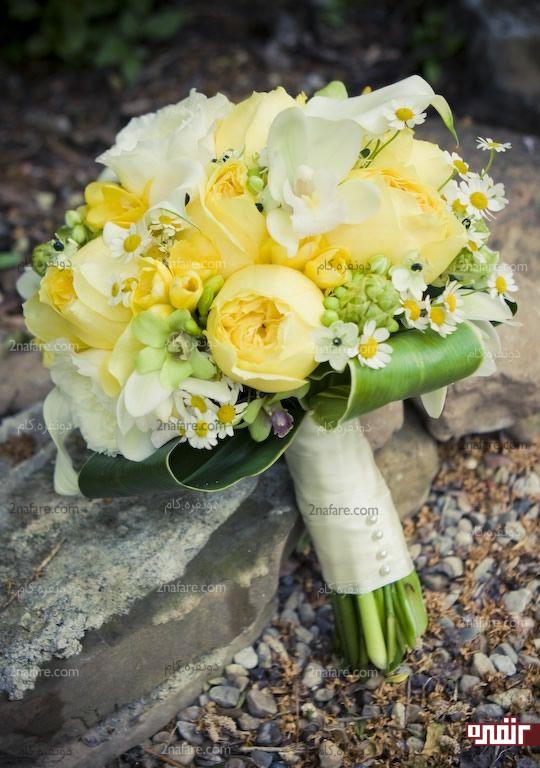 دسته گل زرد و شیک عروس با پئونی