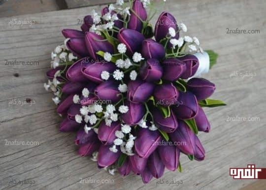 دسته گل زیبا و جذاب عروس با لاله های بنفش
