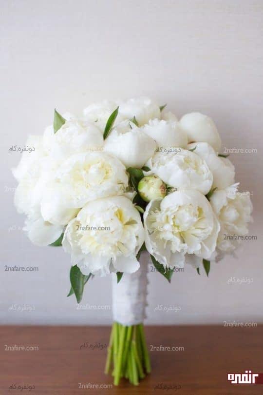 دسته گل زیبا و کلاسیک عروس با گل صدتومنی