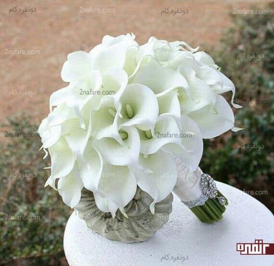 دسته گل شیپوری سفید با تزیینات زیبا