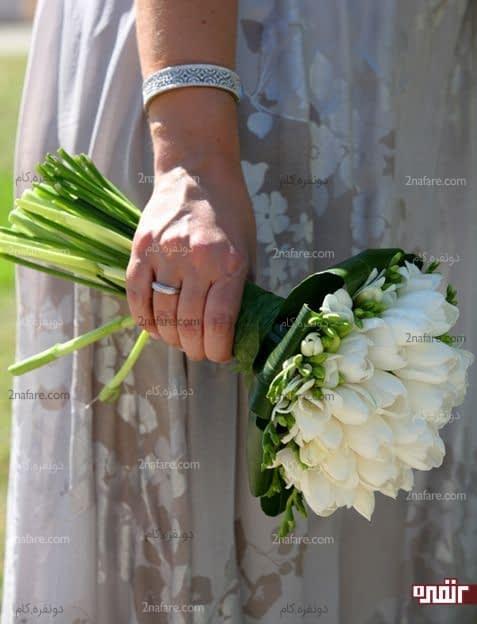 دسته گل شیک و کلاسیک عروس با لاله سفید