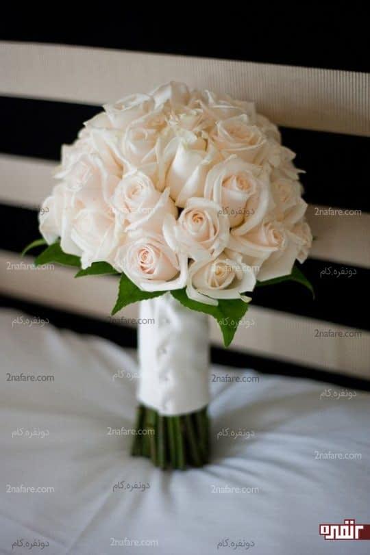 دسته گل عروس از رز سفید و درخشان