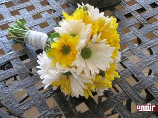 دسته گل عروس با ترکیب رنگ زرد و سفید