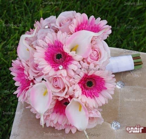 دسته گل عروس با ترکیب ژربرا، رز و شیپوری