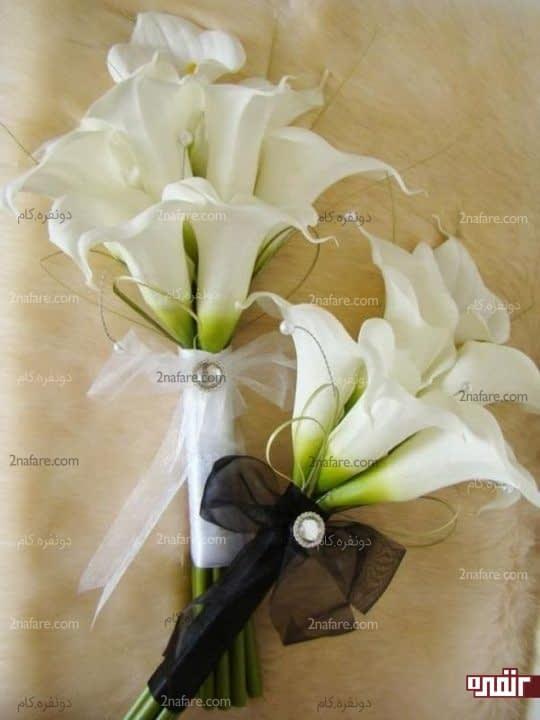 دسته گل عروس با شیپوری سفید و اکسسوری های جذاب