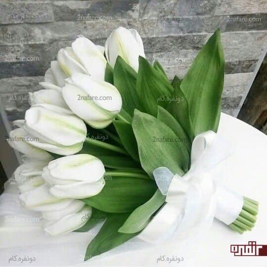 دسته گل عروس با لاله ی سفید