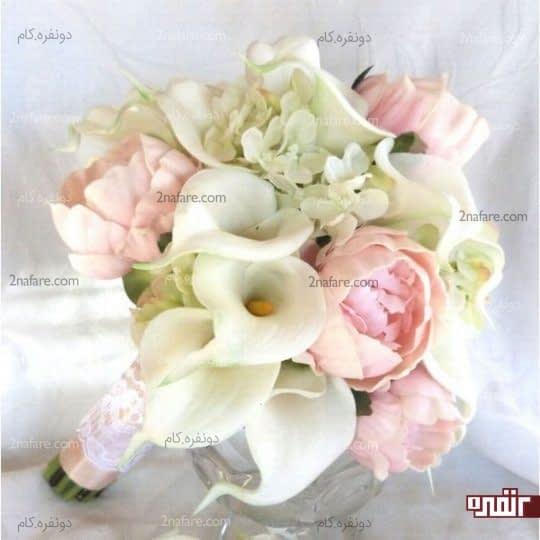 دسته گل عروس با گل صدتومنی و شیپوری