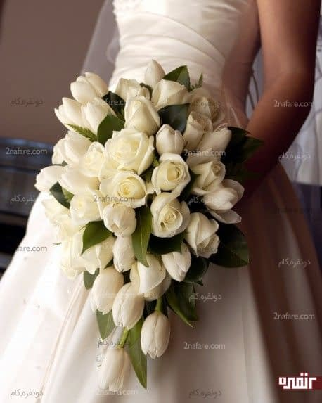 دسته گل عروس با گل لاله سفید و رز