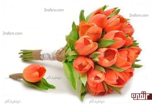 دسته گل لاله ی خوش رنگ و یکدست