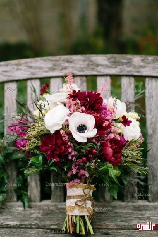 رنگهای متنوع و زیبای دسته گل عروس با پئونی خوش رنگ