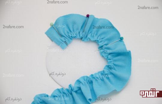 فیکس کردن نوارهای پارچه ای روی دایره نمدی