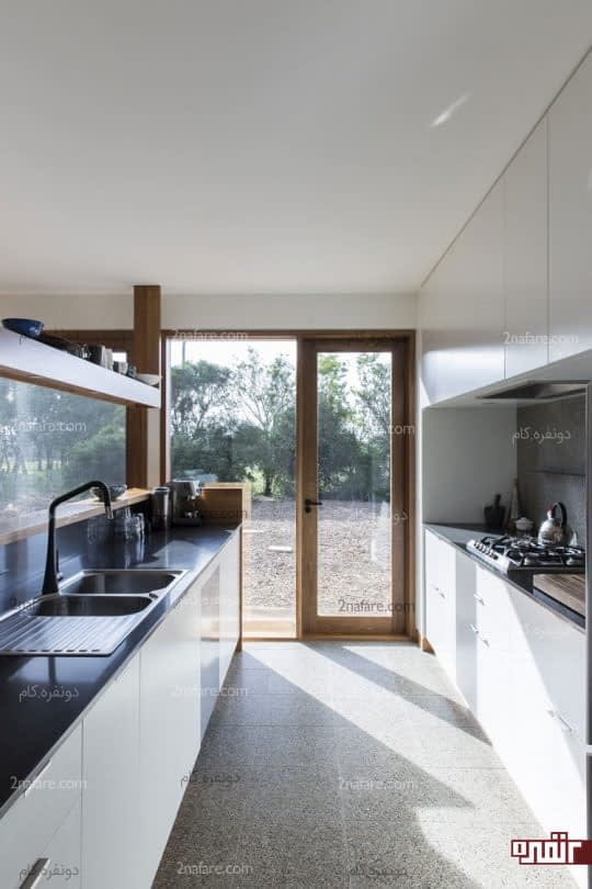 قرارگیری لوازم آشپزخانه روی دو دیوار مقابل هم