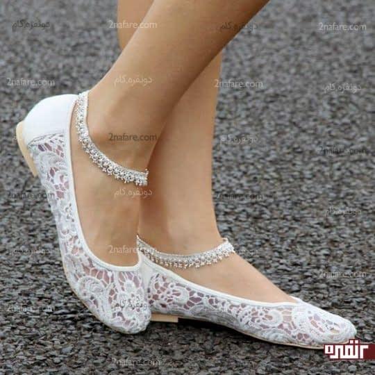 مدلی از کفش تخت و اسپرت عروس
