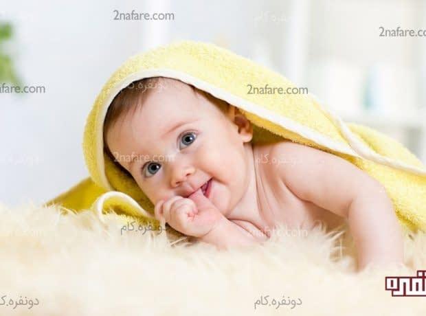 مکیدن انگشت در نوزادان و کودکان و روش هایی برای مقابله با آن