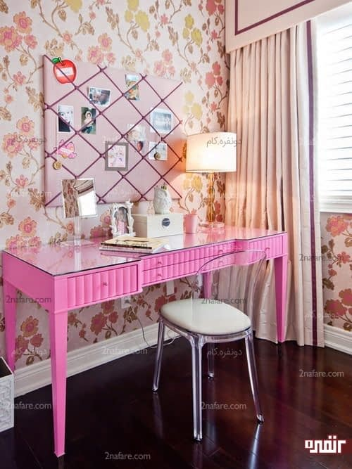 میز آرایش صورتی و صندلی شیشه ای به سبک دخترانه