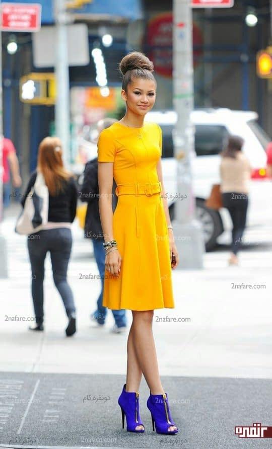 پیراهن زرد و کفش آبی