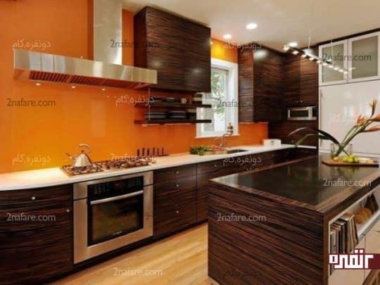 کابینت های چوبی و دیوارهای نارنجی