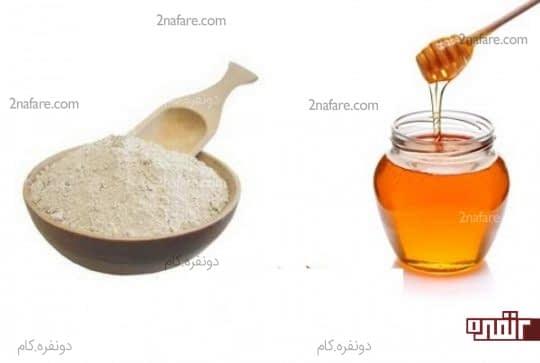 خاک رس و عسل برای از بین بردن لکه های تیره روی بینی