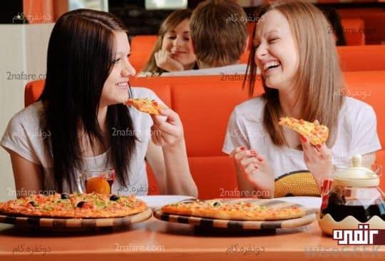 غذا خوردن با دوستان