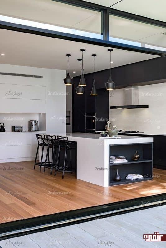 آشپزخانه مدرن و شیک سیاه و سفید با ترکیب رنگ چوب