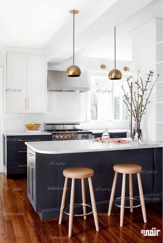 آشپزخانه ی دورنگ کوچک و مدرن