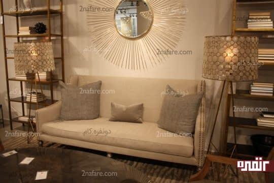 آینه های دیواری و انعکاس نور در اتاق نشیمن