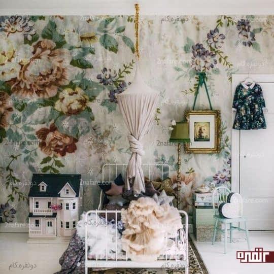 اتاق خوابی رویایی با استفاده از کاغذ دیواری طرح گل برای دخترها