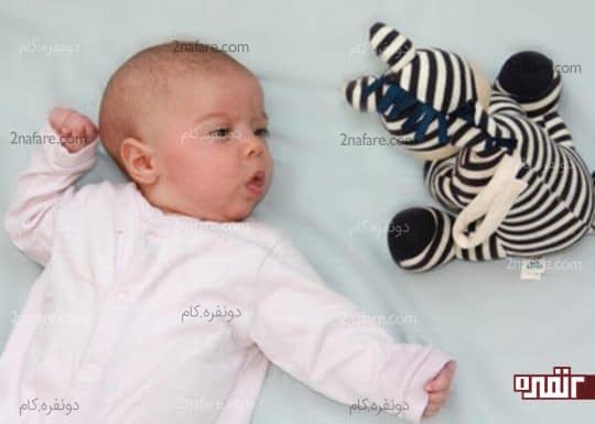 استفاده از طرح های سیاه و سفید برای اسباب بازی نوزادان و کودکان