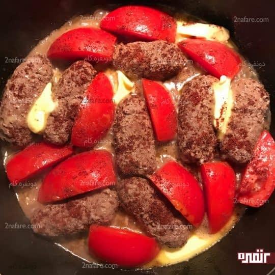 اضافه کردن گوجه و کره