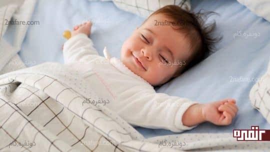 خواب راحت نوزاد با لباس مناسب