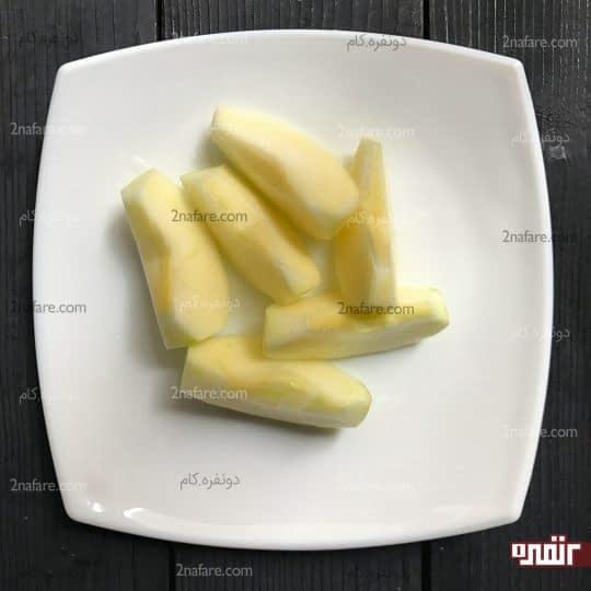 خورد کردن سیب