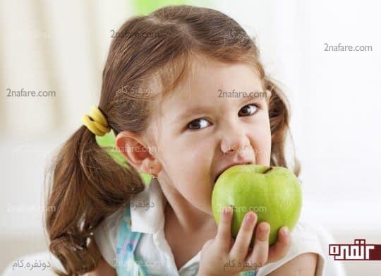 سفید کردن دندان با گاز زدن به سیب