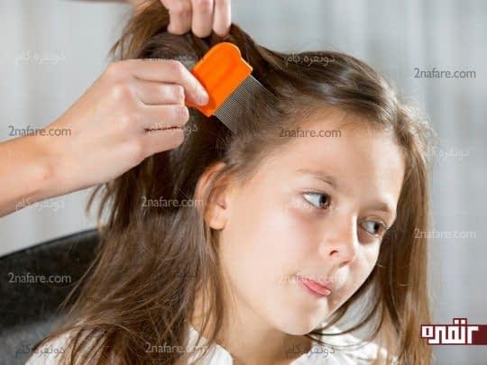 شانه کردن مرتب موها