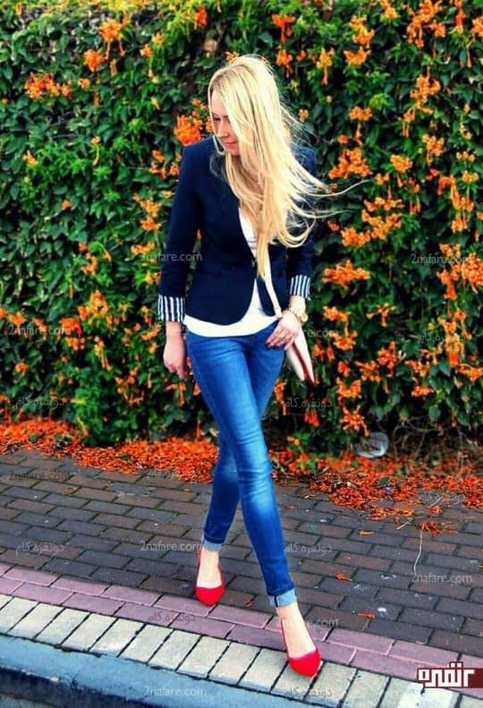 شلوار جین و کفش پاشنه دار قرمز