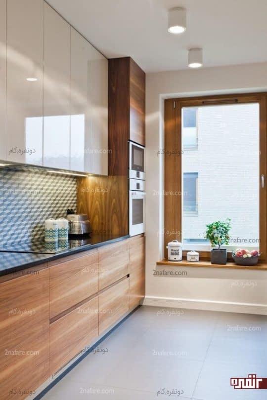 طراحی مدرن از آشپزخانه دورنگ با چوب