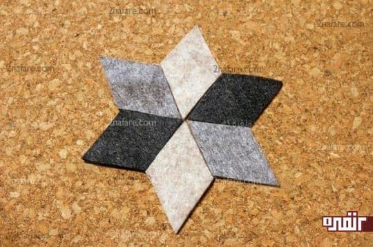 قرار دادن لوزی روی ورق چوب پنبه برای بریدن شکل ستاره